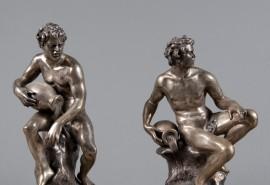 223 - Eugène AVOLIO (1876-1929) Rare paire de sujets en argent (800/1000ème) représentant des allégories de fleuves, ils reposent sur un socle en bronze doré Signés sur la terrasse H: 32 et 34 cm